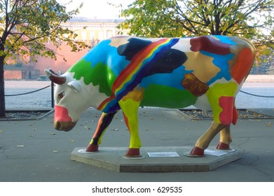 Spotty painted plactic cow at the Red Square [#5207]