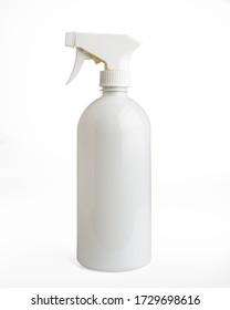 flacon de pulvérisation sur fond blanc pour la maquette