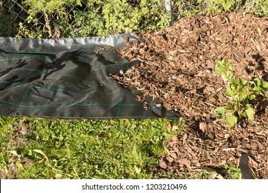 spread mulch in rebates