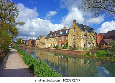 Spring along the Stroudwater, Thames and Severn Canal, looking downstream as it flows through the Stroud Valley at Ebley near Stroud, The Cotswolds, Gloucestershire, England, United Kingdom