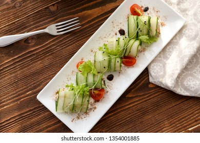 spring rolls with cucumber and chiken
