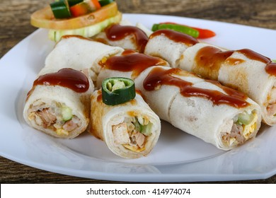 Spring rolls with tamarind sauce and spices