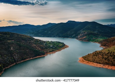 Frühlingssonnenaufgang entlang des Arda-Flusses, östliche Rhodopes, Bulgarien