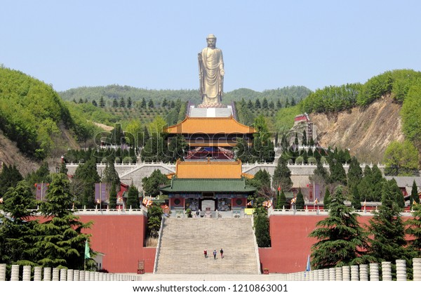 Spring Temple Buddha statue and temples leading up to the second largest statue