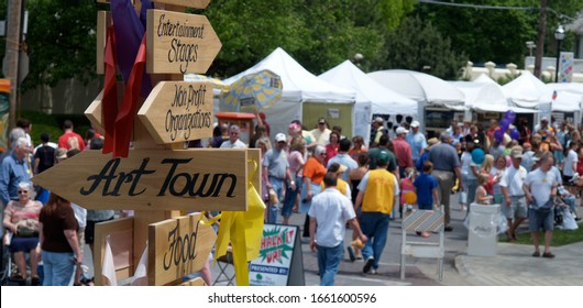 """SPRINGFIELD, MISSOURI/US-MAY 7 2005 A sign points the way to """"Art Town"""" during the May 7, 2005 Arts Fest event on historic Walnut Street in Springfield, Missouri. Artists sell their work."""
