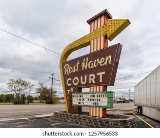 SPRINGFIELD, MO/USA - NOVEMBER 4, 2018: Former Rest Haven Court neon sign, on historic Route 66.