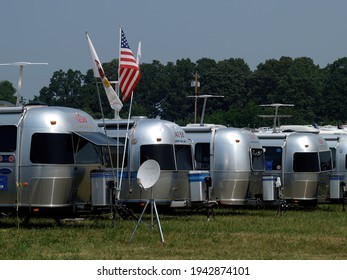 SPRINGFIELD, UNITED STATES - Jun 08, 2005: Airstream trailers lined up at the Airstream rally in Springfield, Missouri in June 2005