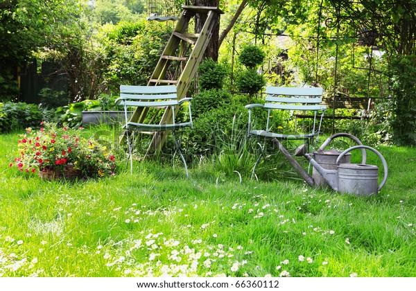 Printemps dans le jardin de la maison allemande