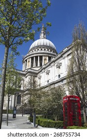 Springtime St Pauls Cathedral in London
