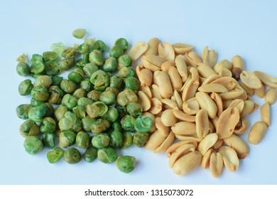Sprinkle peas, salt and peanut Put on a white background
