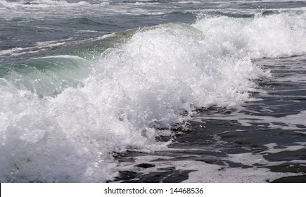 The Spume of the sea wave .