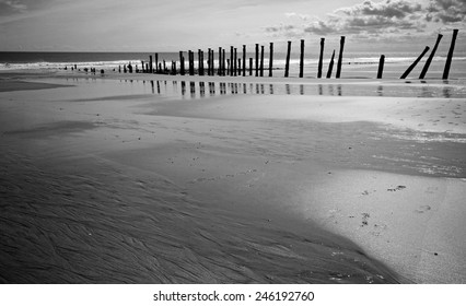 spun point, spurn head.east riding, yorkshire, yorkshire coast, landscape, seascape, scenic, mono, wide angle, easington, kilnsea, shore, shoreline, coast, coastline, sand, beach, space, tide, tidal