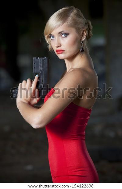 Spy woman in retro look holding a gun