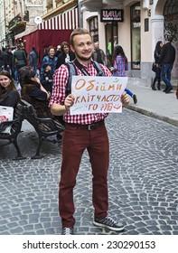 Square in Lviv, flash mob free hugging, May 11, 2014