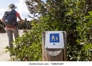 square sign for hikers