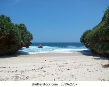 srakung beach jogjakarta