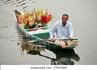 SRINAGAR, JAMMU AND KASHMIR, INDIA - JULY 20, 2006: Flower seller on Dal Lake in Srinagar rowing his floating flower shop