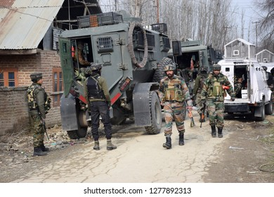 Srinagar,jammu&kashmir,India 2019\01\08: security forces rush towards near encounter site at  pulwama were one Militant killed at Litter Pulwama
