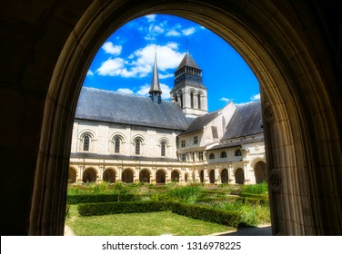 St Mary's Cloister and the Abbey Church of the Royal Abbey of Our Lady of Fontevraud, Fontevraud l'Abbaye, Loire Valley, France