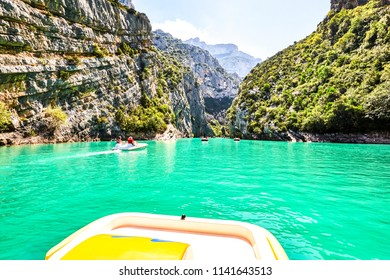 St Croix Lake, Les Gorges du Verdon with Tourists in kayaks, boats and paddle boats., Provence, France
