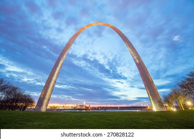 St. Louis Gateway Arch in Missouri at twilight