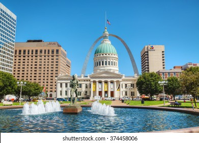 ST LOUIS, MO, USA - AUGUST 25: Downtown St Louis, MO with the Old Courthouse on August 25, 2015 in St Louis, MO, USA.