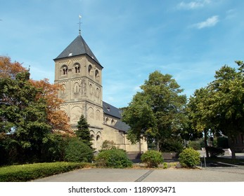St. Maria Himmelfahrt is a significant Roman Catholic church in the Weseler district Ginderich on the Rhine, which was a place of pilgrimage in the Middle Ages due to the miraculous image of Mary