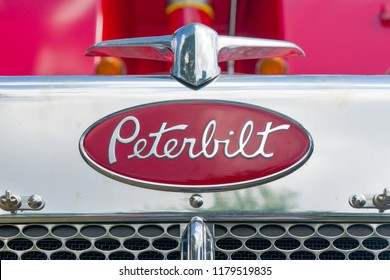 ST. PAUL, MN/USA - AUGUST 29, 2018: Peterbit semi-trailor grille and trademark logo. Peterbilt Motors Company an American manufacturer of medium- and heavy-duty trucks.