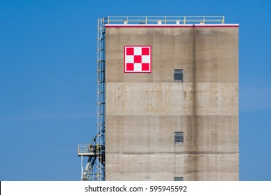 ST. PAUL, MN/USA - MARCH 4, 2017: Purina food storage elevator and logo. Nestle Purina Petcare is a St. Louis, Missouri-based subsidiary of Nestle.