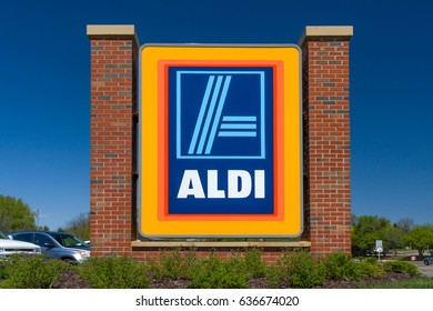 ST. PAUL, MN/USA - MAY 7, 2017: Aldi grocery store sign.  Aldi is is a global discount supermarket chain based in Germany.