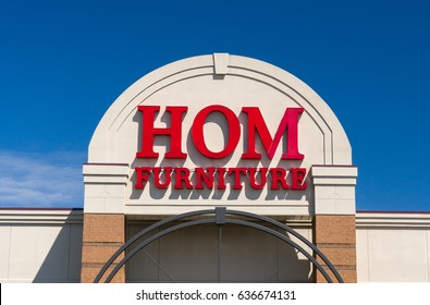 ST. PAUL, MN/USA - MAY 7, 2017: Hom Furniture exterior and logo. Hom Furniture is a home furnishing company in the United States.