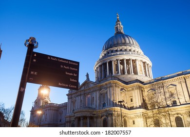 St. Paul's cathedral, Church at night, London, England, UK