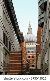 St Pauls cathedral dome view from back street