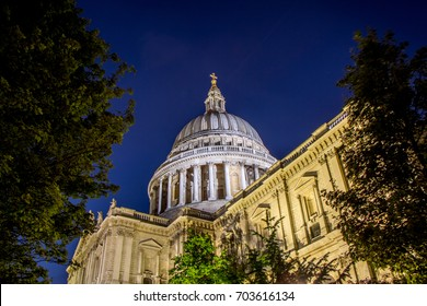 St Paul's Cathedral London at dusk