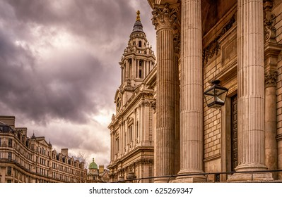 St Paul's cathedral London entrance