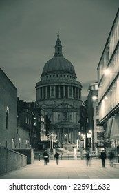 St Paul's cathedral in London as the famous landmark.