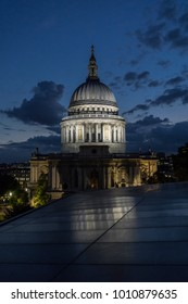 St Paul's Cathedral at Night.