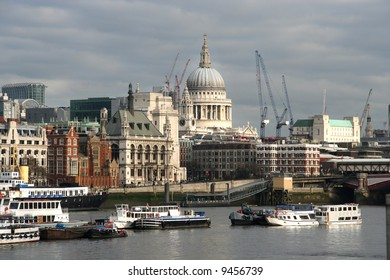 St. Pauls cathedral seen from across the Thames