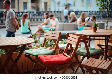 St. Petersburg, Nevsky prospect, July 19, 2014, Street cafe, rest during the walk, the food in the summer in the city, fast food.