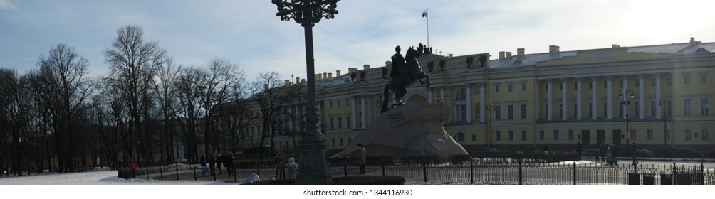 St. Petersburg, Russia 02 march 2019: Peter the Great Statue panoramic view in early spring