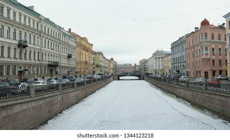 St. Petersburg, Russia 02 march 2019: Embankment of Griboedov-channel full of cars in early spring