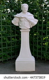 """ST. PETERSBURG, RUSSIA - JULY 09, 2014: A bust """"Jan Sobesky, the Polish king"""" in the Summer garden"""