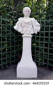 """ST. PETERSBURG, RUSSIA - JULY 09, 2014: A bust """"Maria  Kazimira, Jan Sobesky's wife"""" in the Summer garden"""