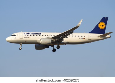 """ST. PETERSBURG, RUSSIA - MARCH 28, 2016: Airbus A320-214 (D-AIUE) of airline """"Lufthansa"""" before landing in Pulkovo airport"""
