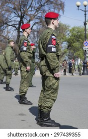 ST. PETERSBURG, RUSSIA - MAY 05, 2015: Military police in the cordon Palace square on rehearsal of parade in honor of Victory Day