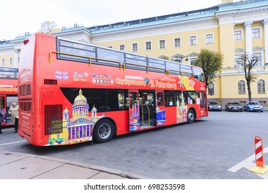 ST. PETERSBURG, RUSSIA - September 20, 2016: excursions the bus the bus at an isakiyevsky cathedral. The tourist bus - ideal transport for tourists to St. Petersburg.