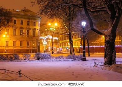 St. Petersburg, the snow fell asleep Alexandrovsky Park and Nevsky Prospect in the festive New Year's illumination.