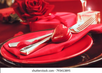 St. Vsalentines day dinner. Valentines daytable setting in rustic elegant style with cutlery. Romantic dinner