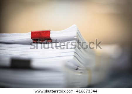 stack business report paper files red の写真素材 今すぐ編集