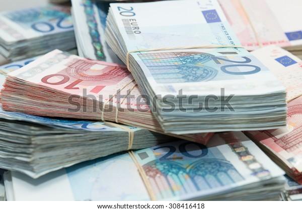 pile de billets en euros
